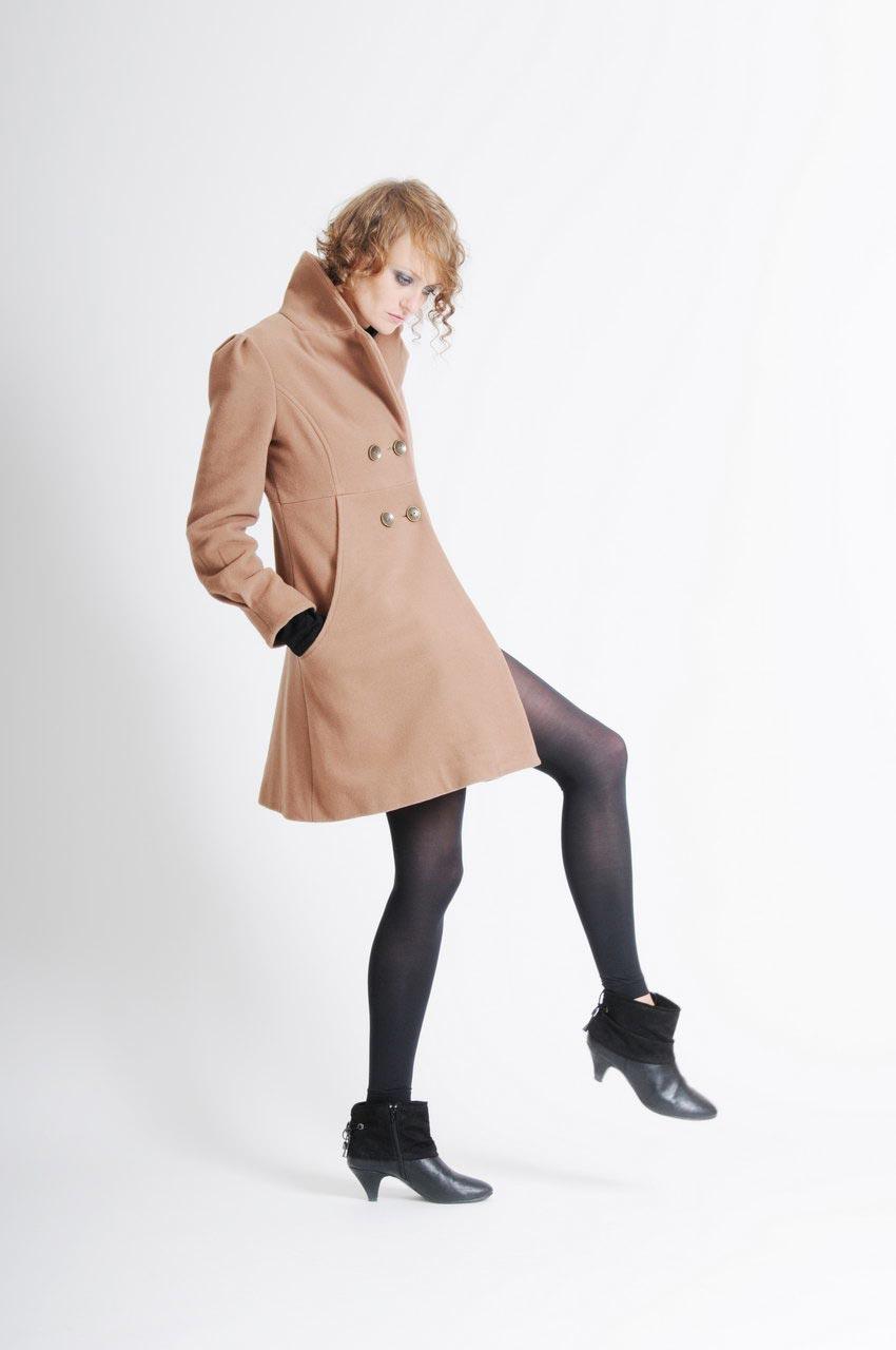 MADEVA collection automne hiver 11/12 Manteau trois/quart decoupes double boutonnage devant col tailleur bas evase laine beige camel Greta