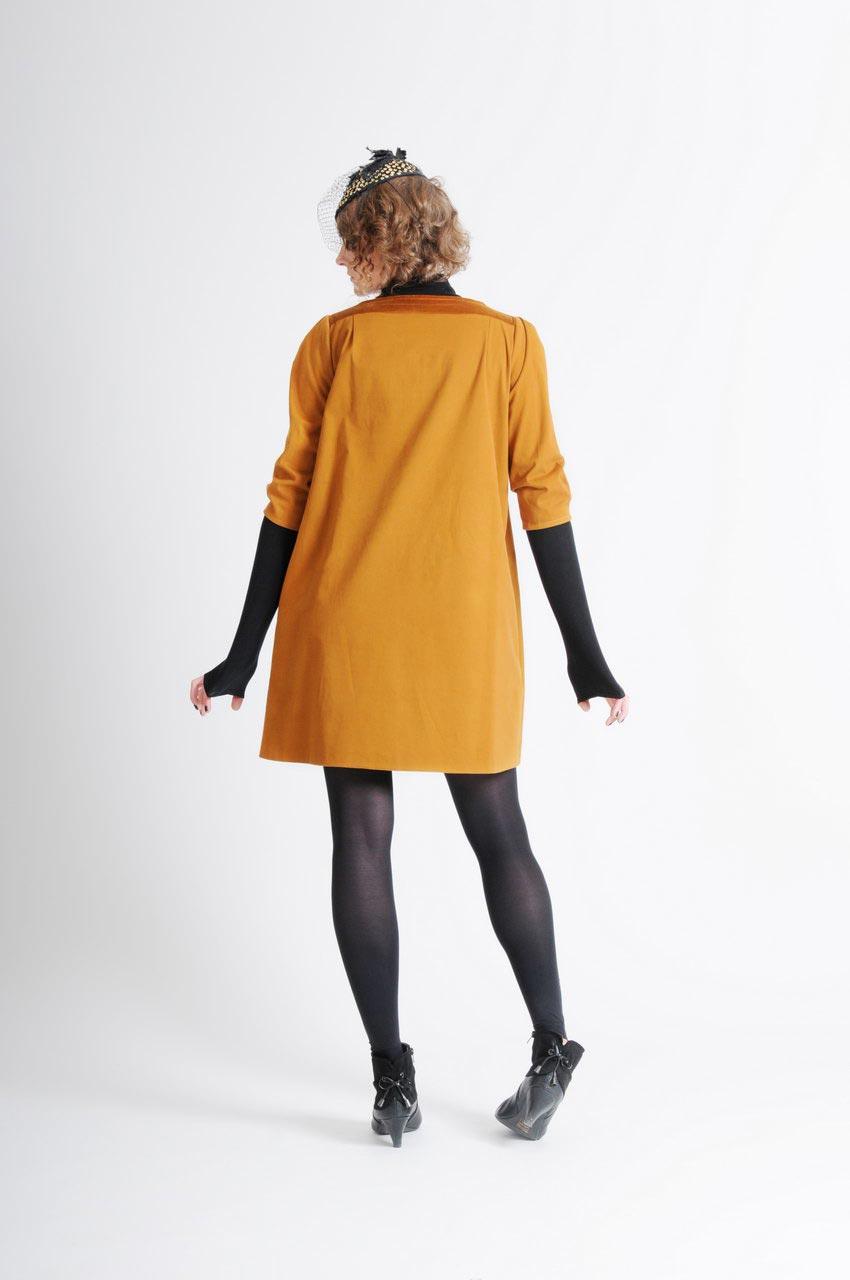 MADEVA collection automne hiver 11/12 Robe trapeze manches trois/quart empiecement noeud devant details velour coton moutarde Monique