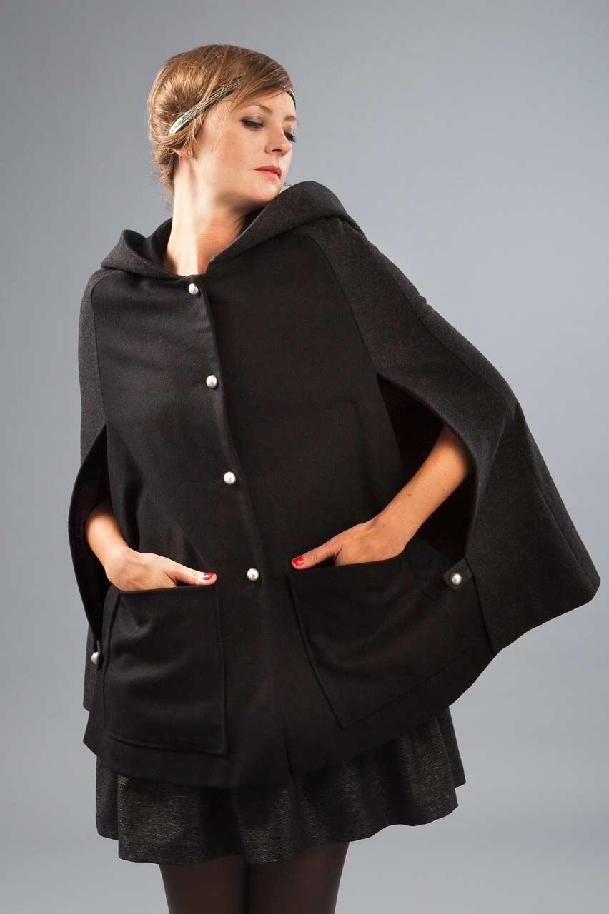 MADEVA collection automne hiver 2012/13 Cape grande capuche boutonnage devant poches plaquees laine noir details gris anthracite Barbara