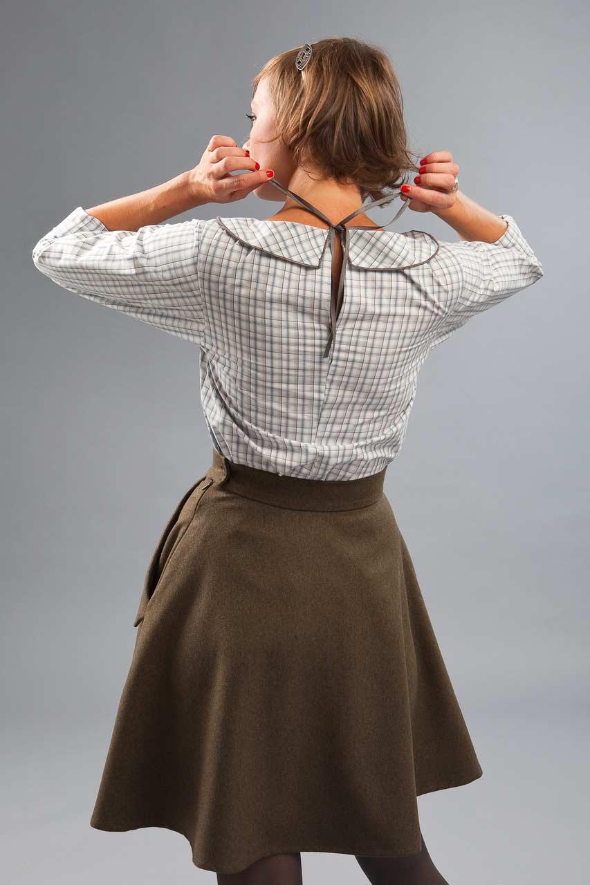 MADEVA collection automne hiver 2012/13 Jupe taille haute mi soleil longeur genoux poches italiennes revers laine kaki Betty haut blanc grands carreaux Olga