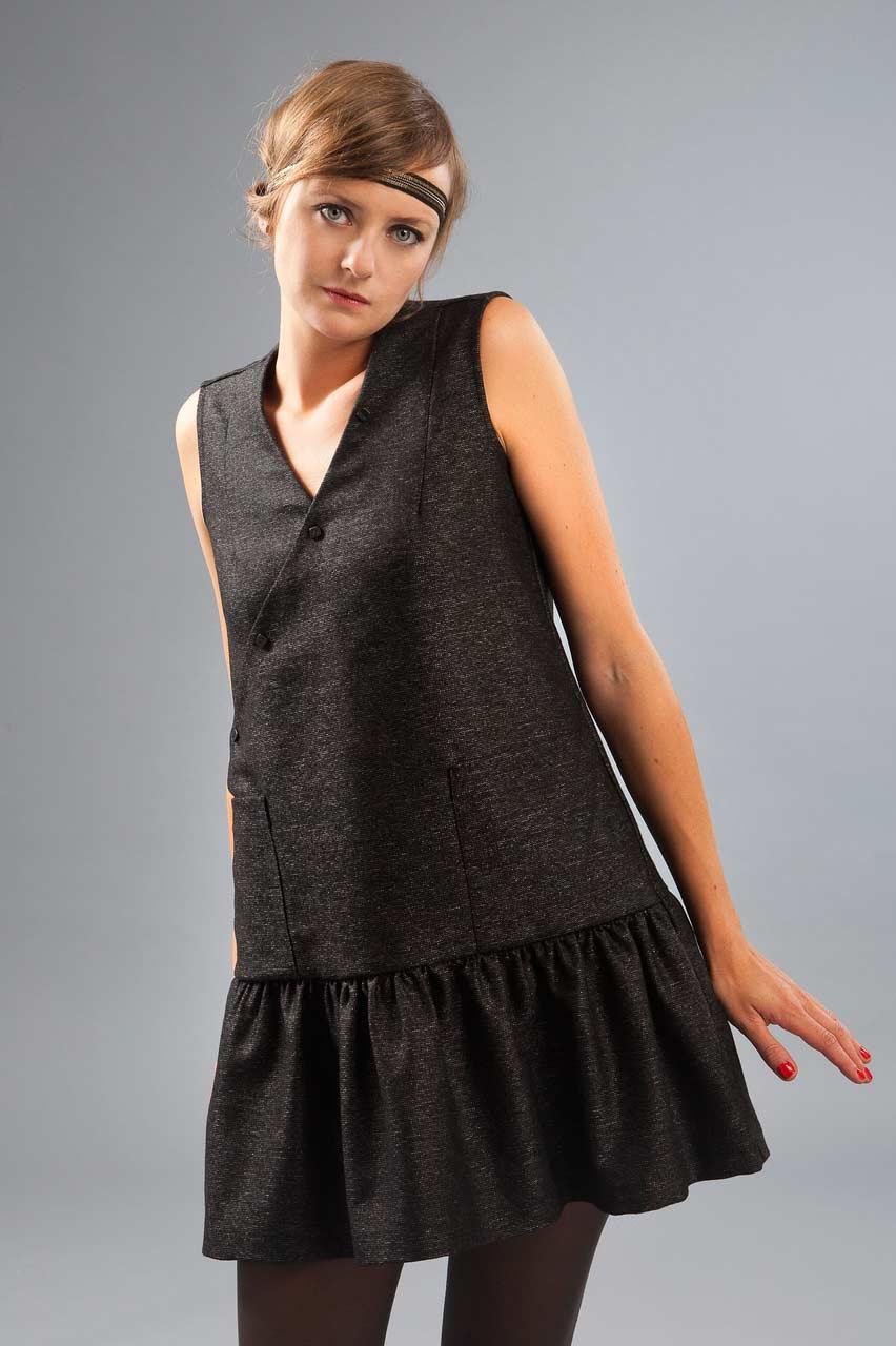 MADEVA collection automne hiver 2012/13 Robe chasuble evasee dessus genoux croisement devant poches plaquees volants bas laine lurex noir brillant Tara