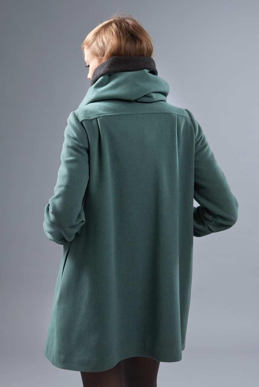 MADEVA collection automne hiver 2012/13 Manteau trapeze double boutonnage devant grand col echarpe amovible transformable capuche laine vert de gris Leonie