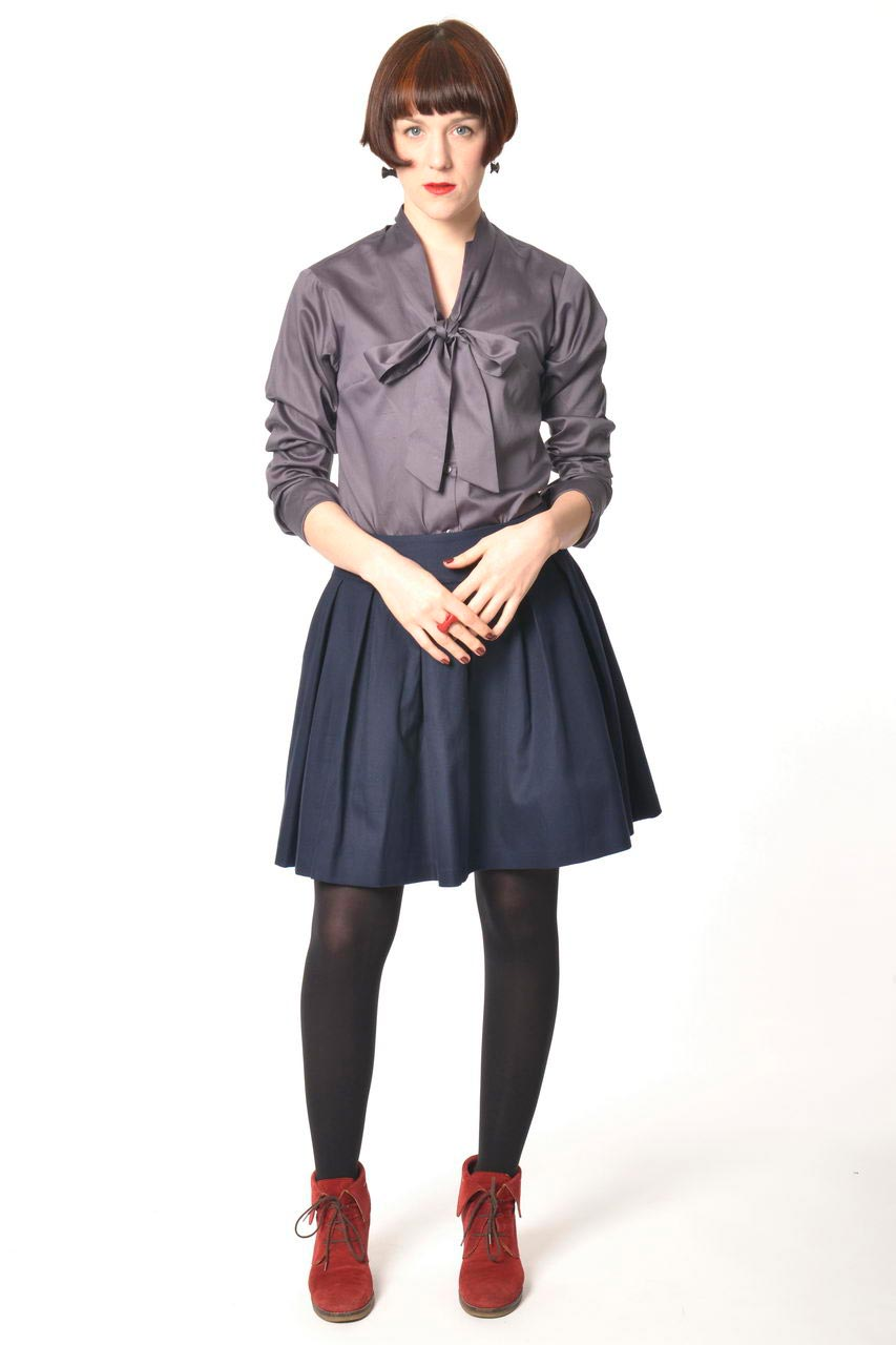 MADEVA collection automne hiver 2013/14 jupe evasee plis plats dessus genoux coton bleu encre nadine chemisier lera