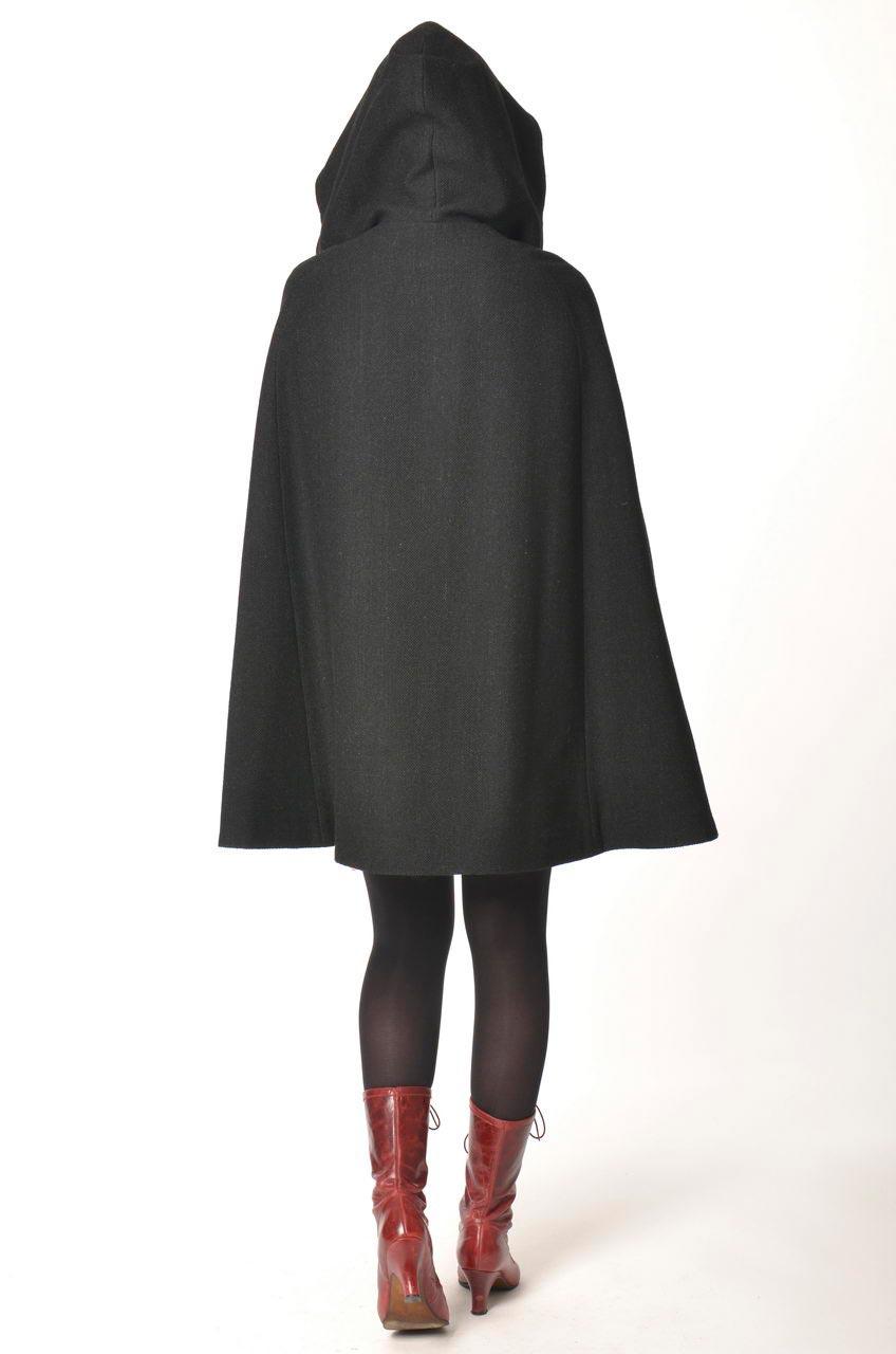 MADEVA collection automne hiver 2013/14 cape evasee grande capuche dessus genoux drap laine noir cassy