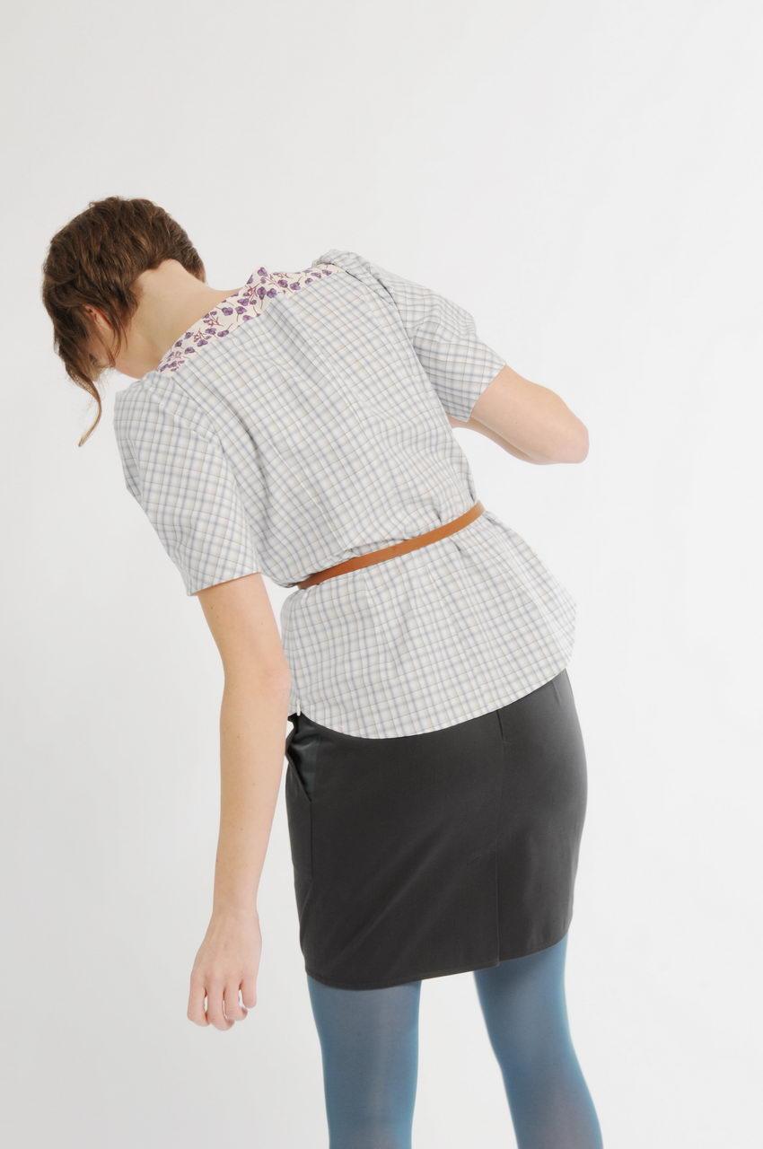 MADEVA collection printemps ete 11 jupe courte ceinture large plis plats devant fente dos coton gris/vert myrtille haut blossom