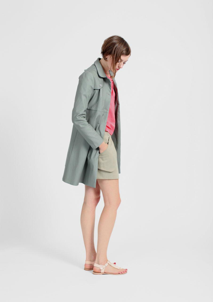 MADEVA collection printemps ete 2012 manteau facon trench taille haute ceintree evase bas manches longues col arrondi bavolets poches invisibles vert olive amylee